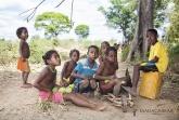 Děti z vesničky u břehů Tsiribihiny