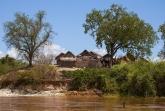Vesnička na břehu Tsiribihiny
