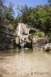 Koupání pod vodopádem - přítok řeky Tsiribihiny