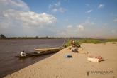 Písčitý břeh řeky Tsiribihiny
