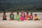 Řeka Tsiribihina - zvědavé děti se přišly podívat na kempující bělochy
