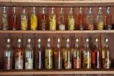 Místní rum - nabídka hotelového baru