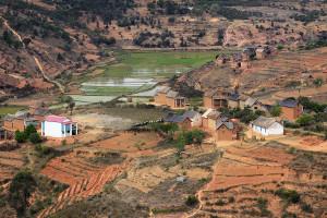 Vesnička cestou po RN7 - centrální Madagaskar